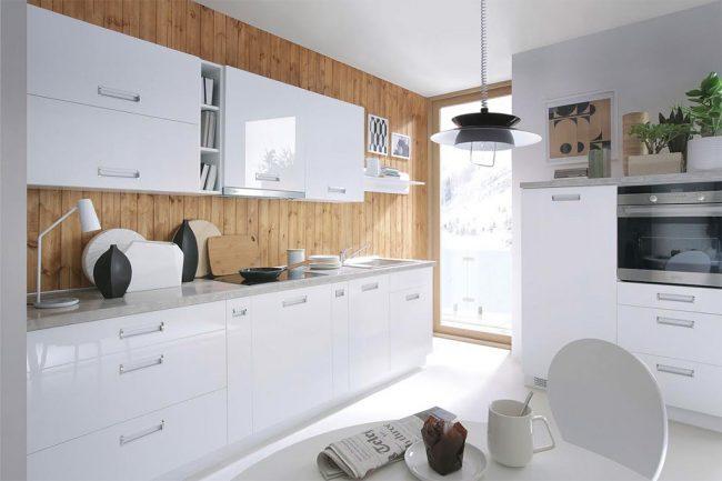 кухни белые глянцевые: фото - отделка стен ламинатом - один из вариантов сделать домашнюю белую кухню уютнее