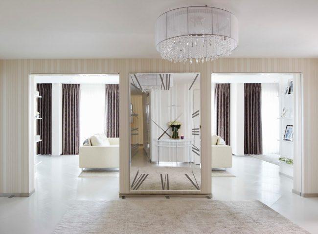 Интерьер в стиле модерн в светлых тонах с темными шторами