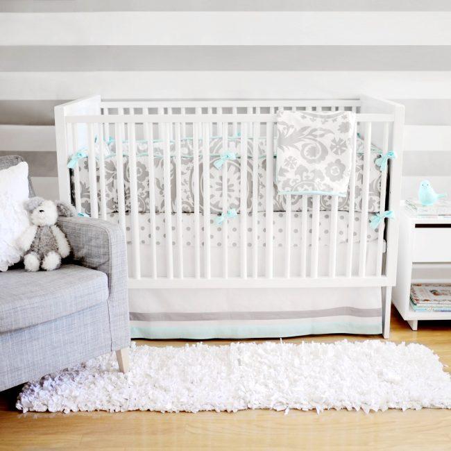 бортики в кроватку для новорожденных: фото - светло-серые бортики с завязками в мятном цвете
