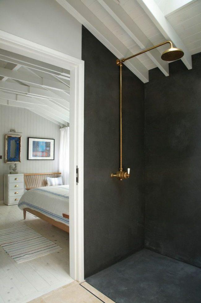 Простой и лаконичный душ в двухкомнатной бытовке оформленный водостойкой штукатуркой