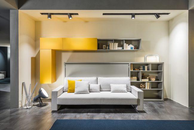 Диван-трансформер в двухъярусную кровать для взрослых с декоративными подушками