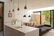 Фото 17 Диван на маленькой кухне: обзор практичных моделей диванов для комфортной кухонной зоны