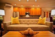 Фото 19 Диван на маленькой кухне: обзор практичных моделей диванов для комфортной кухонной зоны