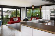 Фото 14 Дизайн совмещенной кухни-гостиной с барной стойкой: 75 мультифункциональных и современных интерьеров