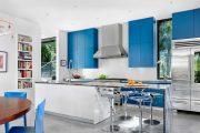 Фото 15 Дизайн совмещенной кухни-гостиной с барной стойкой: выбор планировки, стили и 70+ идей для вдохновения