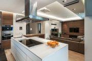 Фото 16 Дизайн совмещенной кухни-гостиной с барной стойкой: 75 мультифункциональных и современных интерьеров