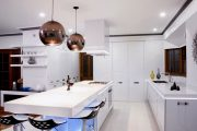 Фото 33 Дизайн совмещенной кухни-гостиной с барной стойкой: выбор планировки, стили и 70+ идей для вдохновения