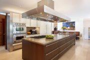 Фото 39 Дизайн совмещенной кухни-гостиной с барной стойкой: 75 мультифункциональных и современных интерьеров