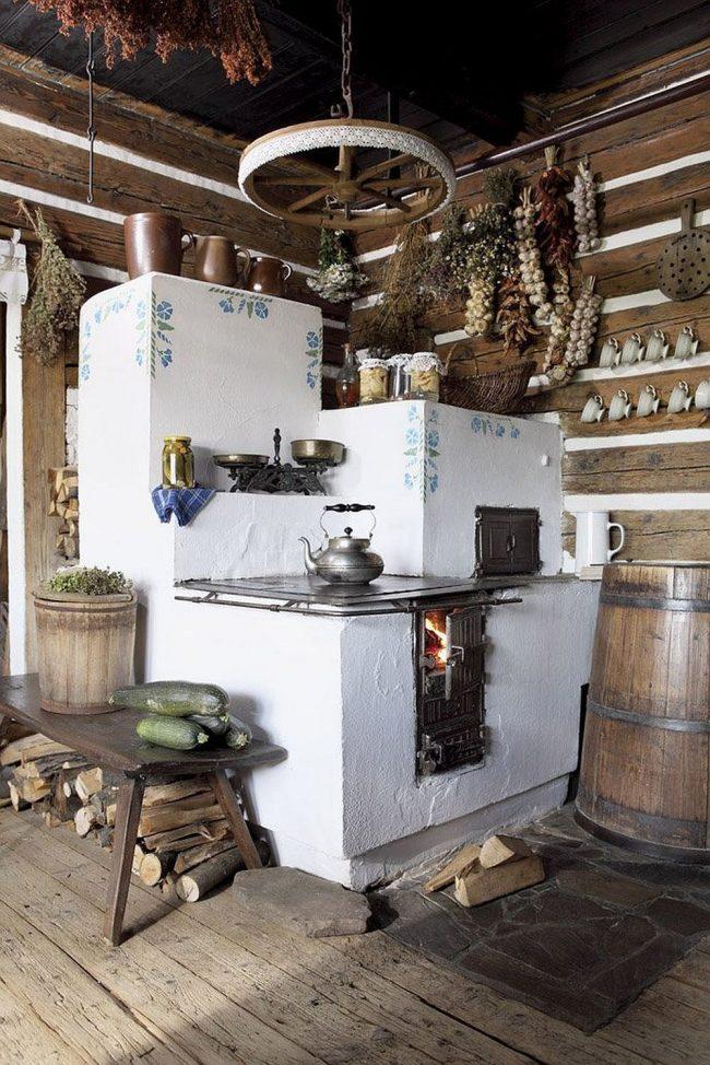 Традиционная русская печь в интерьере кухни