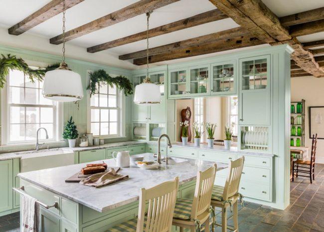 Кухня деревенского дома в стиле «кантри»