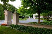 Фото 13 Хоста в ландшафтном дизайне: особенности ухода и 80 гармоничных композиций для сада
