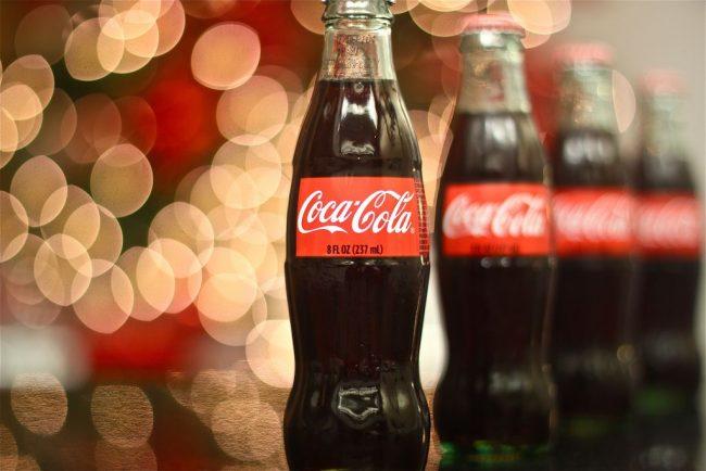 Обычная кока-кола подойдет для очистки чайника