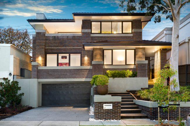 Неповторимый вид фасада с помощью цвета и кладки облицовочного кирпича