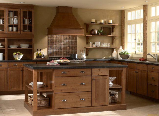 Коричневый цвет - один из самых популярных, поэтому скомбинировать его оттенки на кухне не составит труда