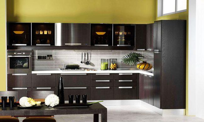 коричневая кухня: фото - зеленый и коричневый в интерьере кухни не требуют ярких деталей и дополнительного декора