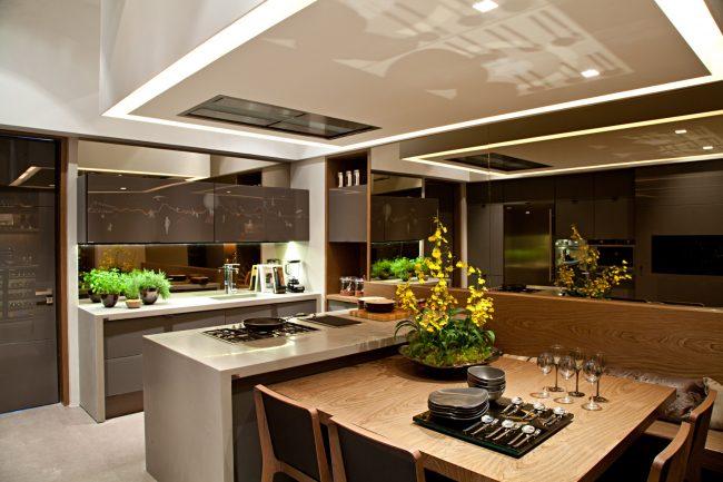 Различные фактуры на кухне помогут скрыть недостатки планировки