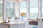 Фото 4 Короткие шторы на кухню: 75+ утонченных интерьерных решений для кухни и столовой зоны