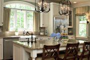 Фото 30 Короткие шторы на кухню: 75+ утонченных интерьерных решений для кухни и столовой зоны