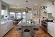 Фото 31 Короткие шторы на кухню: 75+ утонченных интерьерных решений для кухни и столовой зоны