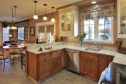 Фото 33 Короткие шторы на кухню: 75+ утонченных интерьерных решений для кухни и столовой зоны
