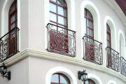 Фото 3 Кованые балконы: французский колониальный шик и 75 его элегантных воплощений