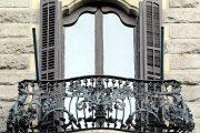 Фото 30 Кованые балконы: французский колониальный шик и 75 его элегантных воплощений