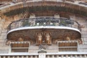 Фото 32 Кованые балконы: французский колониальный шик и 75 его элегантных воплощений