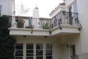 Фото 38 Кованые балконы: французский колониальный шик и 75 его элегантных воплощений