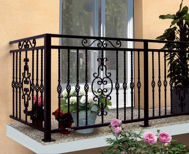 Каждый хозяин, делая ремонт в доме или квартире, пытается сделать его не только стильным и красивым, но и безопасным для своей семьи, в этом помогут кованые балконные ограждения, которые станут отличным вариантом