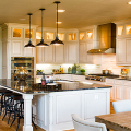 Светлые кухни с патиной: вневременная классика и 85 избранных интерьерных сочетаний фото