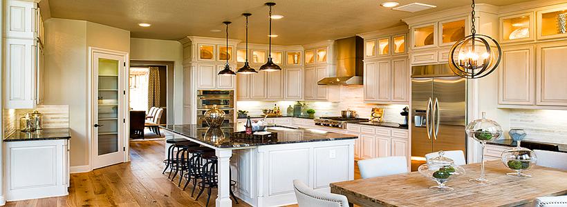 Светлые кухни с патиной: вневременная классика и 85 избранных интерьерных сочетаний