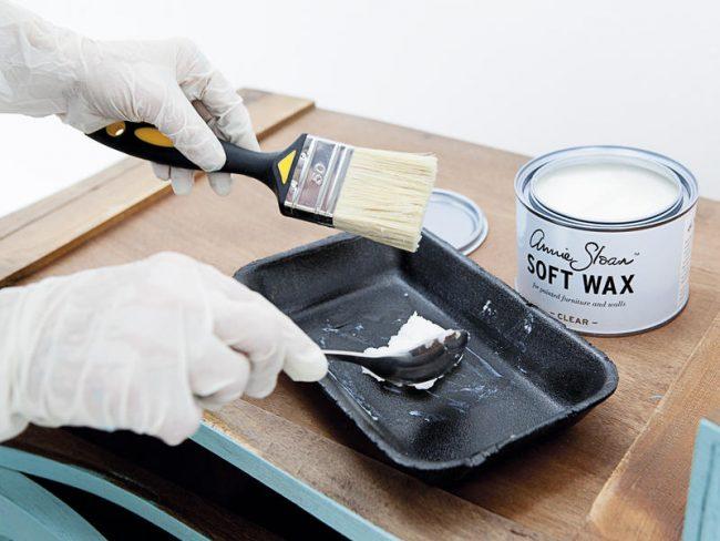 Акриловый лак улучшит эксплуатационные свойства мебели