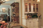 Фото 48 Светлые кухни с патиной: вневременная классика и 100+ избранных интерьерных сочетаний