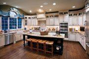 Фото 4 Светлые кухни с патиной: вневременная классика и 100+ избранных интерьерных сочетаний