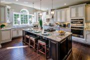 Фото 2 Светлые кухни с патиной: вневременная классика и 85 избранных интерьерных сочетаний