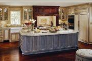 Фото 17 Светлые кухни с патиной: вневременная классика и 85 избранных интерьерных сочетаний