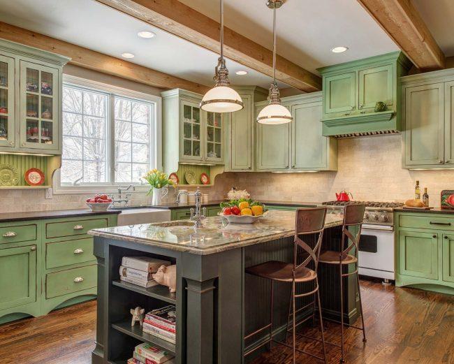 Патинированная кухня с зеленоватым оттенком