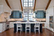 Фото 22 Светлые кухни с патиной: вневременная классика и 100+ избранных интерьерных сочетаний