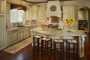 Фото 27 Светлые кухни с патиной: вневременная классика и 85 избранных интерьерных сочетаний