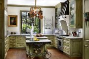 Фото 29 Светлые кухни с патиной: вневременная классика и 100+ избранных интерьерных сочетаний