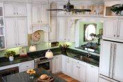 Фото 30 Светлые кухни с патиной: вневременная классика и 85 избранных интерьерных сочетаний