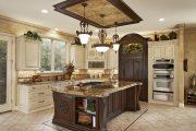 Фото 31 Светлые кухни с патиной: вневременная классика и 100+ избранных интерьерных сочетаний