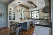 Фото 33 Светлые кухни с патиной: вневременная классика и 85 избранных интерьерных сочетаний