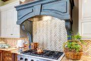 Фото 36 Светлые кухни с патиной: вневременная классика и 85 избранных интерьерных сочетаний