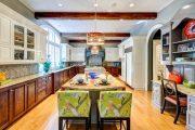 Фото 37 Светлые кухни с патиной: вневременная классика и 100+ избранных интерьерных сочетаний