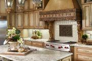 Фото 7 Светлые кухни с патиной: вневременная классика и 85 избранных интерьерных сочетаний