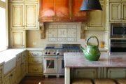 Фото 46 Светлые кухни с патиной: вневременная классика и 100+ избранных интерьерных сочетаний