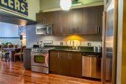 Фото 24 Кухня в стиле арт-деко: тонкости гармоничного интерьера и 75 избранных фотоидей на любой вкус
