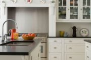 Фото 26 Кухня в стиле арт-деко: тонкости гармоничного интерьера и 75 избранных фотоидей на любой вкус