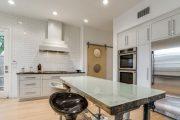 Фото 33 Кухня в стиле арт-деко: тонкости гармоничного интерьера и 75 избранных фотоидей на любой вкус